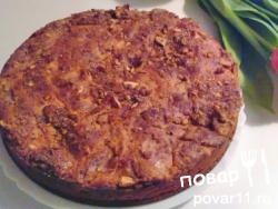 Сметанный пирог с яблоками и орехами